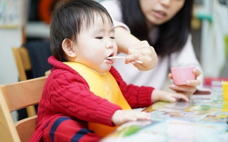 赤ちゃんの食事エプロンに、ベビービョルン『ソフトスタイ』がおすすめ | 離乳食から活躍 | 育児便利グッズ #3