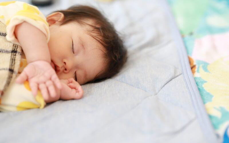 新生児赤ちゃんの寝返り、添い寝が心配なときに『ベッドインベッド エイド』がおすすめ | 育児便利グッズ #22